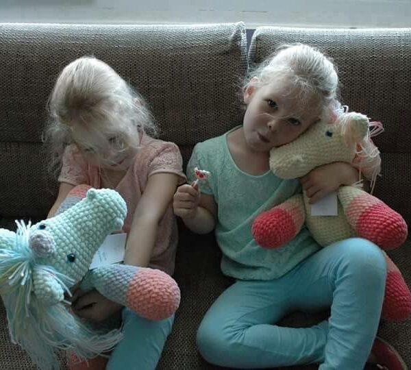 W objęciach bliźniaczek