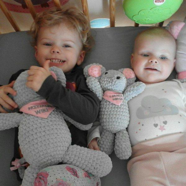 Dwie siostunie i ich myszunie. Starsza siostra zgodnie ze swoim wiekiem dostała większą, a malutka siostra ciut mniejszą.